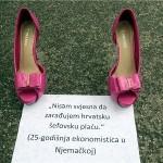 Prosvjedom ostavljenih cipela upozorili na odlazak mladih