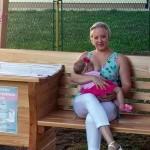 U Humu na Sutli postavljena prva klupa za dojenje u Hrvatskoj