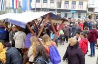 Preko 600 Osječana okupilo se na središnjem osječkom trgu