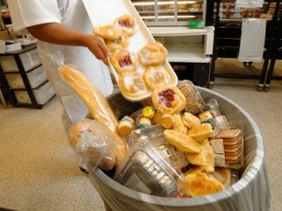 Sudionici konferencije jest će hranu pripremljenu od namirnica kojima ističe rok