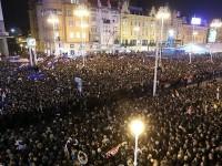 1996. godine se 120.000 građana sa svijećama u rukama okupilo se na Trgu bana Jelačića