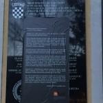 Inicijativa mladih prelijepila ploču sa sloganom mržnje u Jasenovcu