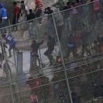 Oko 1.000 migranata pokušalo probiti ograde
