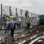 Mađarska počela postavljati drugu ogradu na granici sa Srbijom
