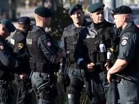 Na fotografiji: Slovenski policajci. Foto: Robert Fajt / CROPIX