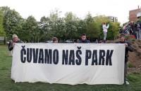 """Prosvjedno okupljanje u Parku Tranjanska Savica pod nazivom """"Obranili smo jednom, obranit ćemo opet!"""" u organizaciji Inicijative Čuvamo naš park. foto HINA/ Damir SENČAR"""