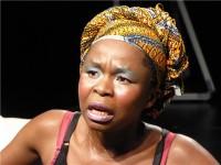 """. Afričke queer umjetnike svojim nastupom već ove godine u New Yorku najavljuje Južnoafrikanka Mmakgosi Kgabi (na slici), koja tu predstavlja svoj komad """"Shades of a Queen"""" o queer djetetu u Africi. foto HINA/"""