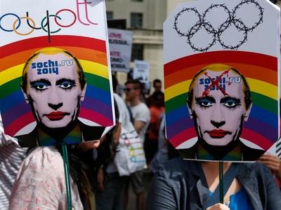 Provokativni plakati kojima se pozivalo na bojkot Olimpijskih igara u Sočiju doista otvaraju pitanje: odakle toliki paničan strah od homoseksualaca u državnom vrhu Rusije? (DW)