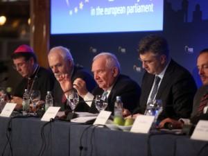 Na fotografiji biskup Ivan Šaško, Jan Olbrycht, predsjednik EPP-a Joseph Daul, premijer Andrej Plenković, György Hölvényi. foto HINA/POOL/ Denis CERIĆ /dc