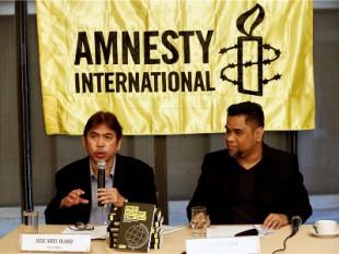 Jose Noel Olano (L), direktor filipinskoga Ureda Amnesty Internationala, foto:  EPA/ROLEX DELA PENA