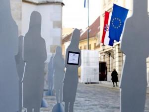 Foto: Pred Saborom osvanule siluete ubijenih žena, Pixell/N1