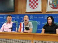 Na slici:  Denis Zeko, predsjednik udruge KK Dunavski raj, Siniša Mitrović, stručni suradnik u gradu Vukovaru,  Andrijana Vidaković, voditeljica projekta. Foto: KK Dunavski raj