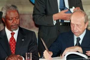 Kofy Annan i Lamberto Dini Povijesni čin 1998.
