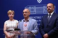 Na fotografiji odvjetnica Nicole Kwiatkowski, Goran Aleksić i Ivan Lovrinović.  foto HINA / Denis CERIĆ