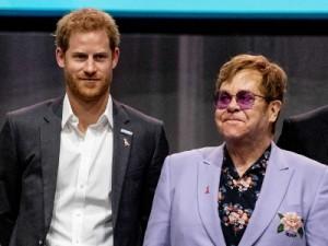 Princ Harry  i Sir Elton John tijekom AIDS konferencije 2018 u Amsterdamu, foto  EPA/ROBIN UTRECHT