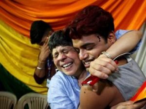 VAZNA-ODLUKA-Indijski-vrhovni-sud-nakon-stoljece-i-pol-ukinuo-zakon-koji-zabranjuje-istospolni-seks_ca_large