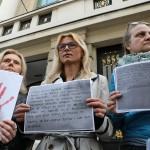 Akcija #Prekinimo šutnju: Aktivistice pred Saborom čitale potresna svjedočanstva žena
