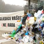 Aktivisti Zelene akcije ispred Gradske uprave upozorili na gomilanje smeća u Zagrebu