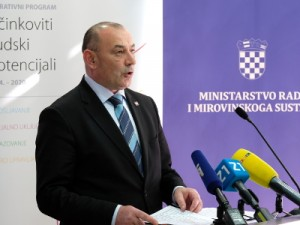 Na slici ministar Tomo Medved, foto HINA/ Edvard ŠUŠAK