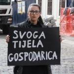 """Ženska mreža Hrvatske pred Vladom održan prosvjed """"Želimo siguran i besplatan pobačaj u svim bolnicama"""""""