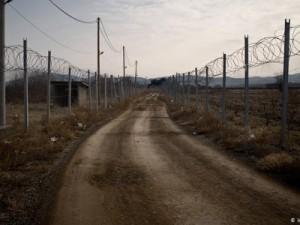 Od 2016. se na granici između Sjeverne Makedonije i Grčke nalazi ograda od bodljikave žice