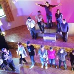 Kazališni spektakl ispred Mamutice: Veliko finale Eurokazove 'Pjesme cvrčka' sa čak 60 glumaca 'seniora'