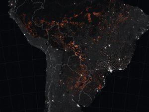 Noćna satelitska snimka požara u Južnoj Americi (NASA)