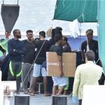 Brod dviju humanitarnih organizacija sa 104 migranta čeka na moru deset dana