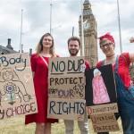 U ponoć u Sjevernoj Irskoj istječe zabrana pobačaja i istospolnih brakova