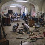 Romska umjetnička zajednica u borbi protiv predrasuda izradom predmeta od otpada