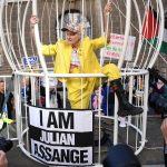 "Vivienne Westwood ""u kavezu"" na sudu u Londonu tražila slobodu za Juliana Assangea"
