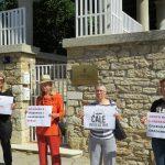 Udruge za ljudska prava održale akciju solidarnosti ispred veleposlanstva Srbije