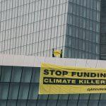 Paraglajderi Greenpeacea sletjeli na ECB u klimatskom prosvjedu